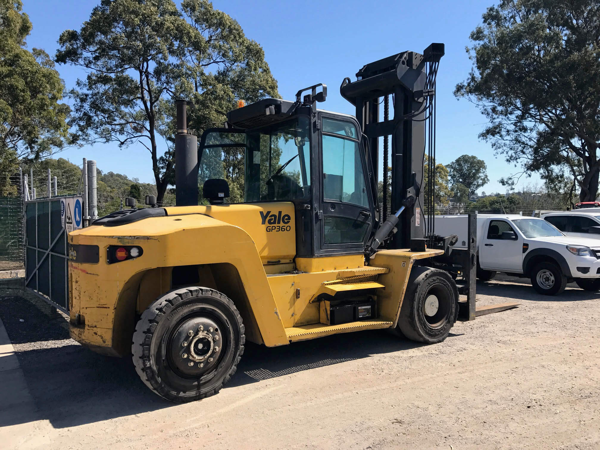 Select location type business with dock or forklift business without - Yale Gdp360eb