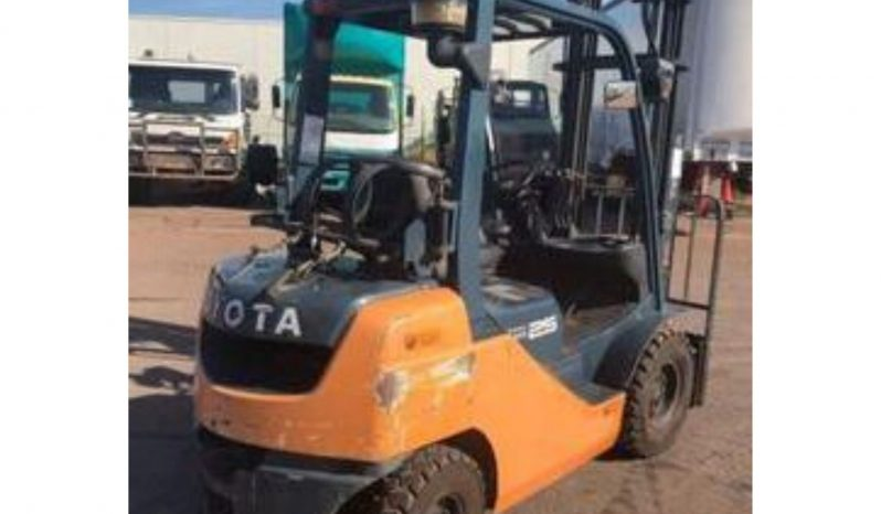 Toyota 8FG25, 2.5Ton (Lift 4.0m) LPG/Petrol Forklift full
