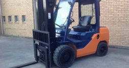 Toyota 8FD30 Container-Entry, 3Ton (4.3m Lift) Diesel Forklift